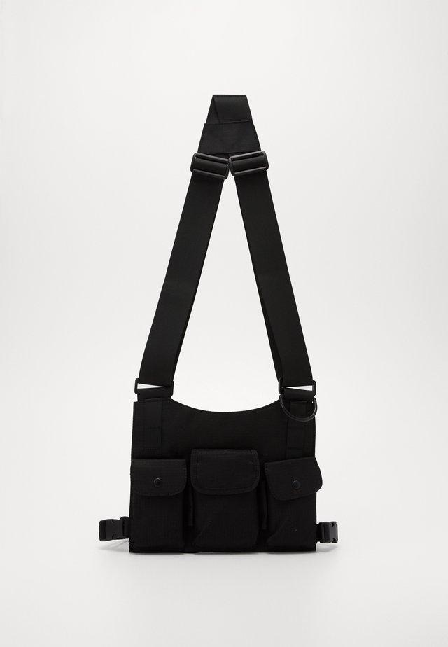 FLAT CAGE - Across body bag - black