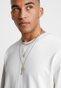 Topman - CHERUB CROSS AND CHUNKY CHAIN NECKLACE - Náhrdelník - gold-coloured - 1