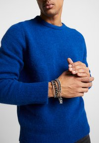 Topman - CHUNKY LAYERED WRISTWEAR - Armband - silver-coloured - 1