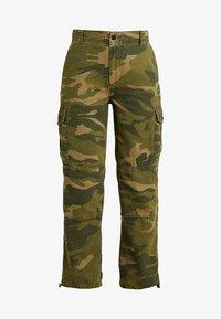 Topshop Petite - FRIDA CUFFED CAMO - Pantalon classique - khaki - 4