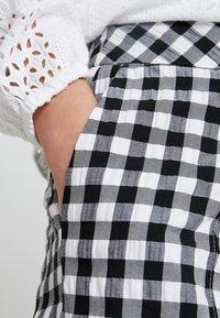 Topshop Petite - GINGHAM TAP - Kalhoty - mono - 5