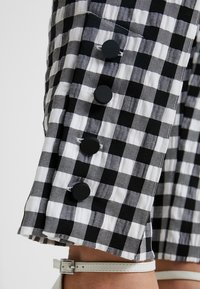 Topshop Petite - GINGHAM TAP - Kalhoty - mono - 3
