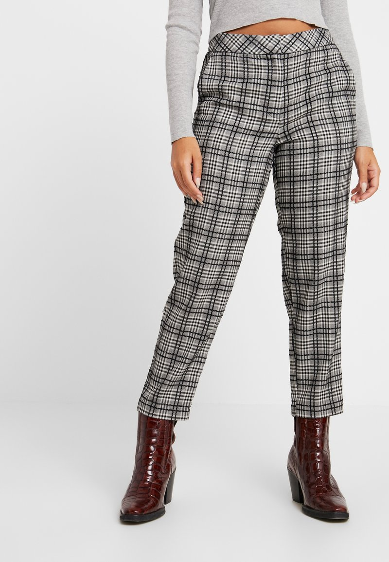 Topshop Petite - MOLLY CHECK CIGARETE TROUSERS - Stoffhose - grey