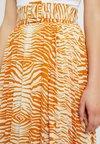 Topshop Petite - ZEBRA PLEAT - A-Linien-Rock - marigold