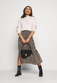 Topshop Petite - LEO CRYSTAL PLEAT - Gonna a campana - brown - 1
