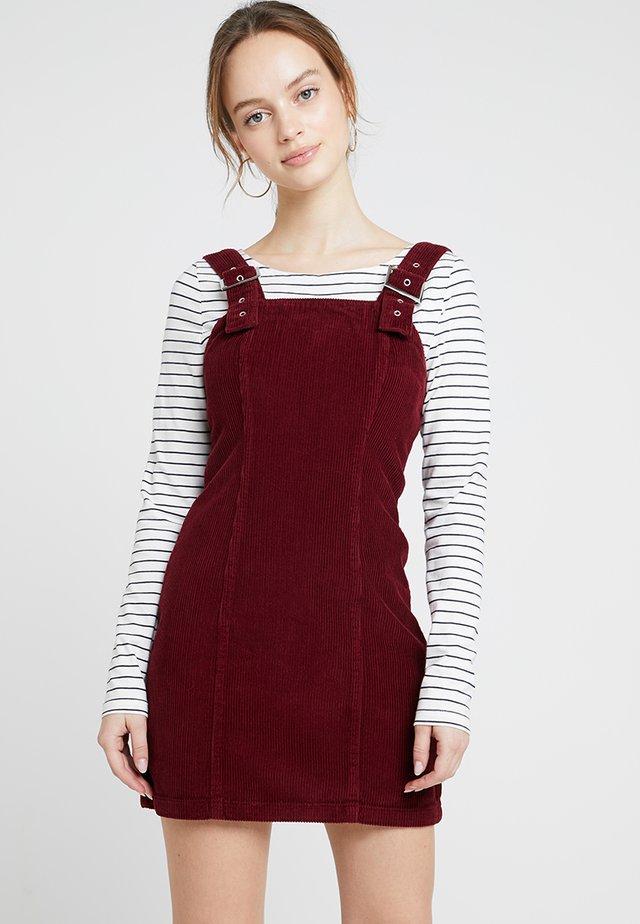 BUCKLE DRESS - Freizeitkleid - burgundy