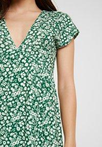 Topshop Petite - DITSY CHUCKON - Jersey dress - green - 6