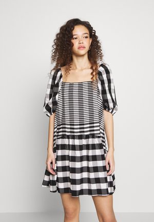 MIDI TEXTURED CHECK - Day dress - mono