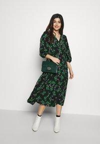 Topshop Petite - NEW TWIST AUSTIN - Denní šaty - green - 1