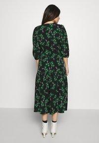 Topshop Petite - NEW TWIST AUSTIN - Denní šaty - green - 2