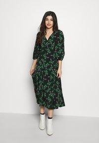 Topshop Petite - NEW TWIST AUSTIN - Denní šaty - green - 0