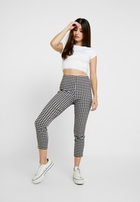 Topshop Petite - HEM CREW NECK 2 PACK  - T-shirts print - black/white - 1