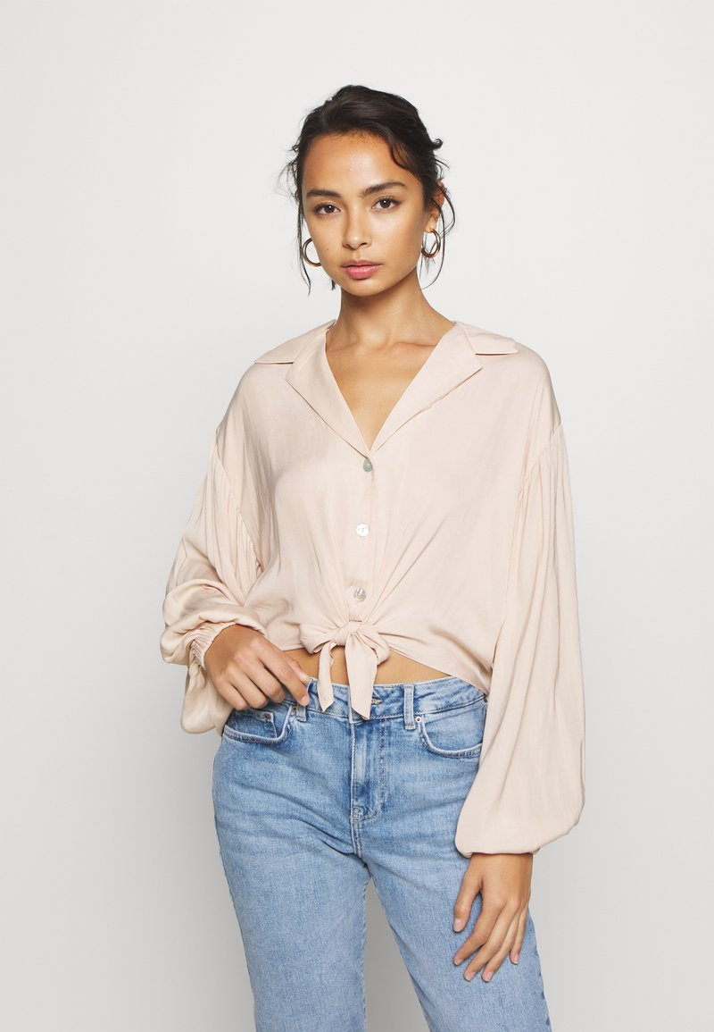 Topshop Petite - TIE FRONT - Camisa - champagne