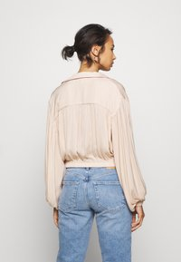 Topshop Petite - TIE FRONT - Camisa - champagne - 2