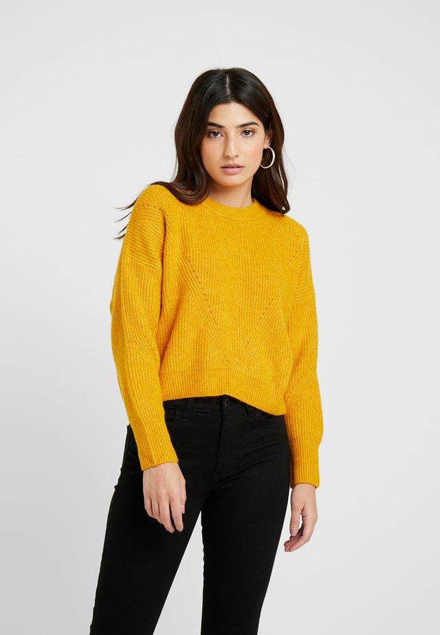 HORIZONTAL CROP - Stickad tröja - mustard