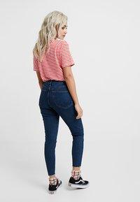 Topshop Petite - VINTAGE RAW HEM JAMIE             - Jeans Skinny Fit - indigo - 2