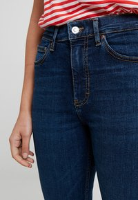 Topshop Petite - VINTAGE RAW HEM JAMIE             - Jeans Skinny Fit - indigo - 4