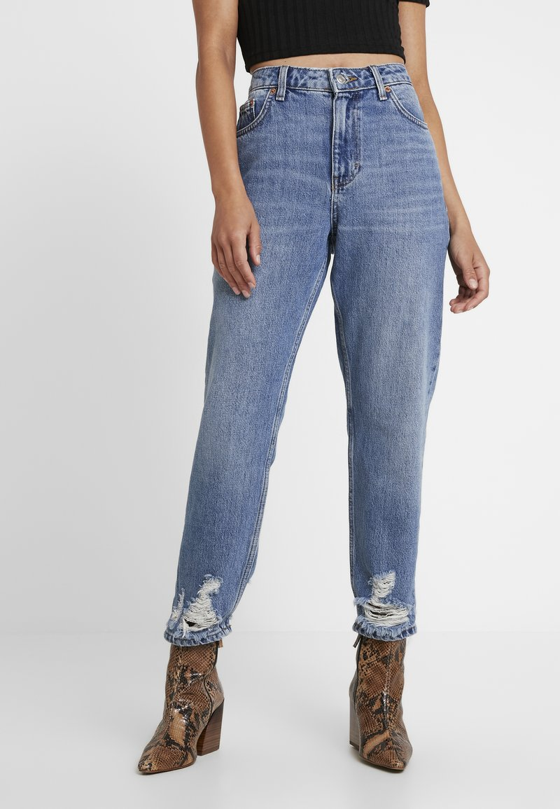 Topshop Petite - MOM    - Džíny Relaxed Fit - blue denim