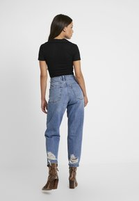 Topshop Petite - MOM    - Džíny Relaxed Fit - blue denim - 2