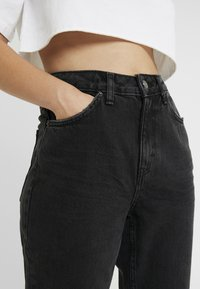 Topshop Petite - MOM - Relaxed fit jeans - black denim - 4