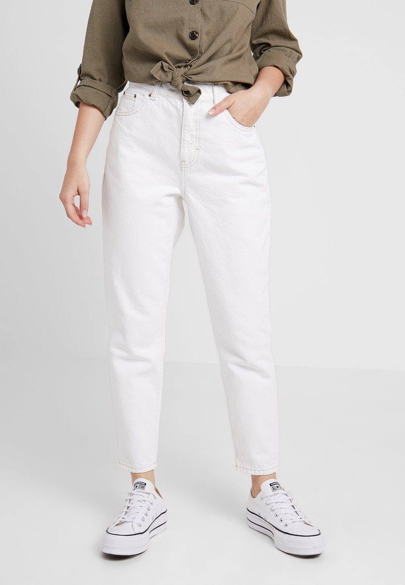 Topshop Petite - MOM - Relaxed fit jeans - white