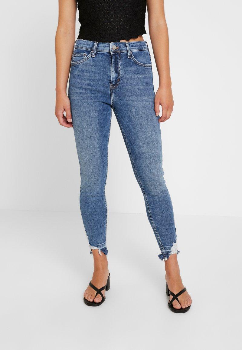 Topshop Petite - RIP HEM JAMIE - Jeans Skinny Fit - blue denim