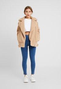 Topshop Petite - JONI CLEAN - Jeans Skinny Fit - blue denim - 1