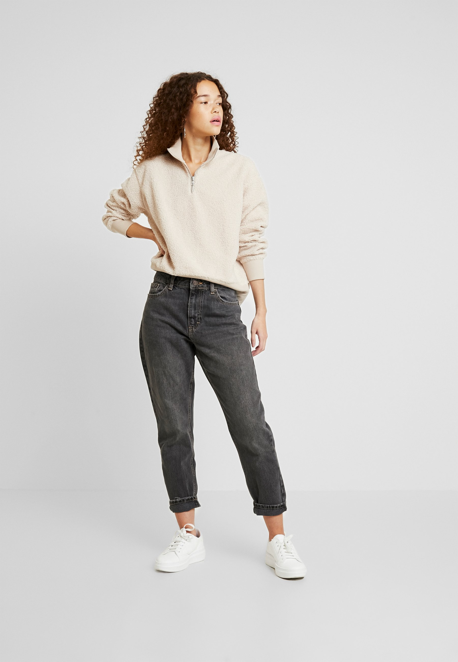 Topshop Petite MOM CLEAN - Jeansy Relaxed Fit - washed