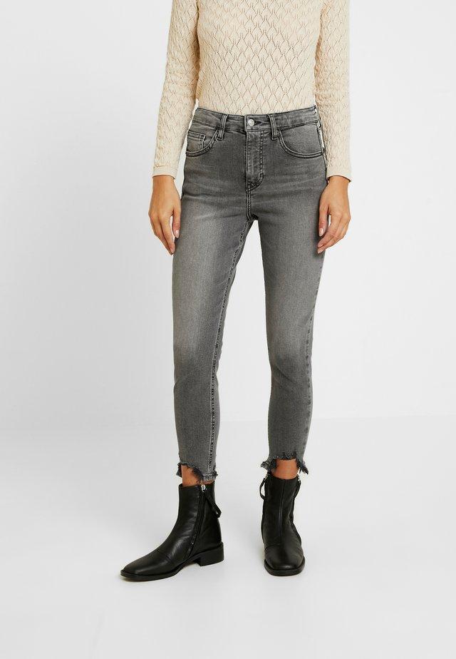 JAGGED HEM JAMIE - Jeans Skinny Fit - grey