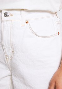 Topshop Petite - MOM CLEAN  - Jeans Relaxed Fit - off white - 4