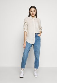 Topshop Petite - MOM CLEAN  - Jeansy Relaxed Fit - blue denim - 1