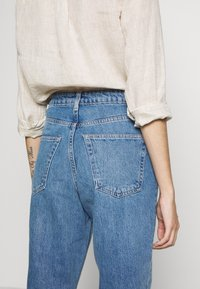 Topshop Petite - MOM CLEAN  - Jeansy Relaxed Fit - blue denim - 3