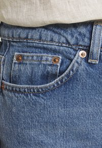 Topshop Petite - MOM CLEAN  - Jeans Relaxed Fit - blue denim - 5