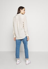 Topshop Petite - MOM CLEAN  - Jeansy Relaxed Fit - blue denim - 2