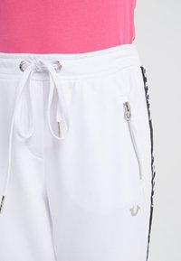 True Religion - PANT TAPE BLACK - Pantaloni sportivi - white - 5