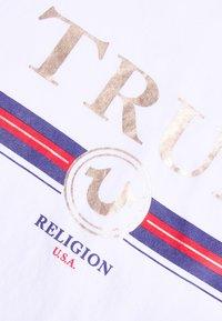 True Religion - CREW NECK BOXY - Print T-shirt - white - 4