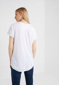 True Religion - LOGO - Print T-shirt - white - 2