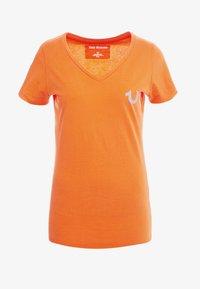 True Religion - NECK REFLECTIVE BERRY - Print T-shirt - orange - 5