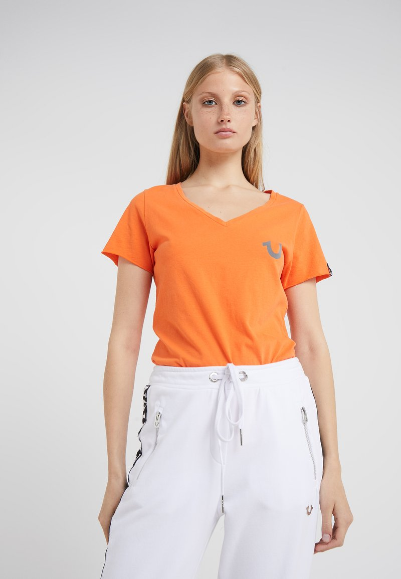 True Religion - NECK REFLECTIVE BERRY - Print T-shirt - orange
