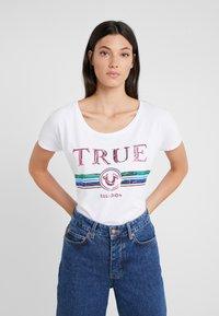 True Religion - TRUE  - Print T-shirt - white - 0