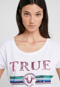 True Religion - TRUE  - Print T-shirt - white - 3