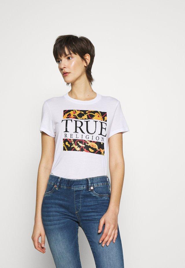 CHAIN CREW TEE - Print T-shirt - white