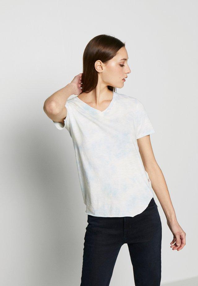 VNECK BATIK LICHEN  - Print T-shirt - blue batik