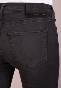 True Religion - HALLE - Jeansy Skinny Fit - light black - 4