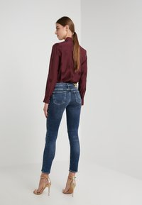 True Religion - NEW HALLE CARBON WASH WORN IN - Jeans Skinny Fit - blue - 2