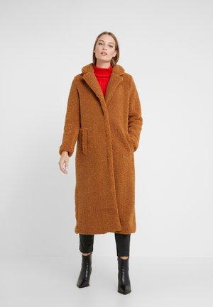 TEDDY COAT - Classic coat - cognac