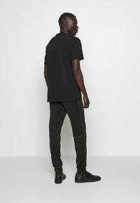 True Religion - PANT - Pantalones deportivos - black - 2