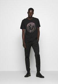 True Religion - PANT - Pantalones deportivos - black - 1