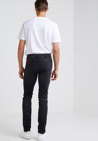 True Religion - ROCCO TRUEFLEX DESTROYED - Jeans slim fit - black - 2