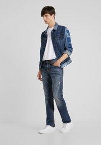 True Religion - ROCCO SUPER NO FLAP  - Jeans Slim Fit - light dust - 1